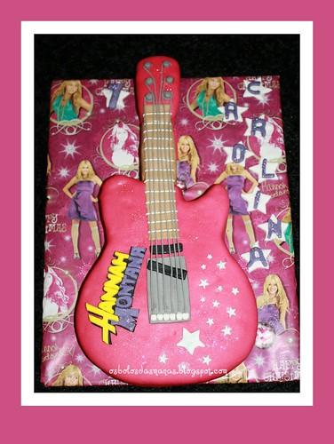 Bolo Guitarra Hannah Montana Logotipo 7 by Osbolosdasmanas