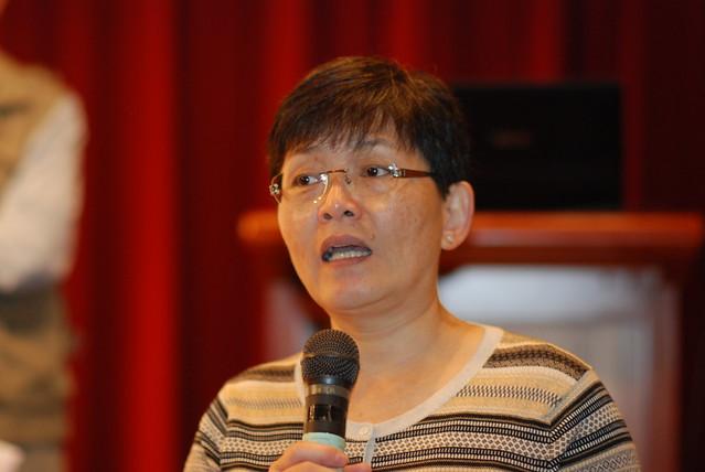 台灣環保聯盟學術委員徐光蓉,以福島核災為例,說明台電核安疑慮重重,主張核電應盡快除役