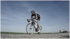 Johan Van Summeren (maxipic - www.maximerethore.com) Tags: paris france champs terre van johan vlo nord cycliste peloton roubaix pavs summeren