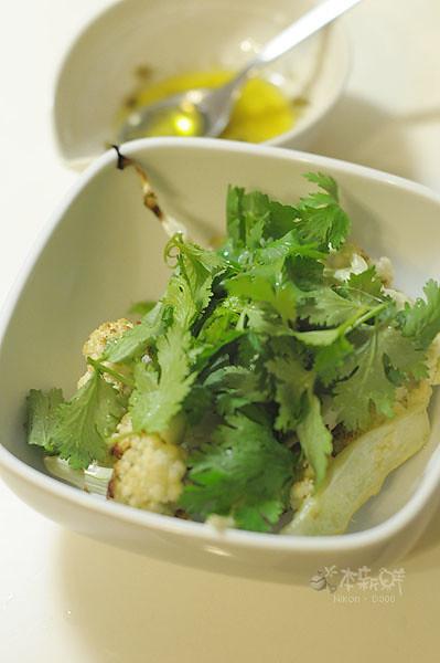 炙烤白花椰菜佐芫荽續隨子醬汁