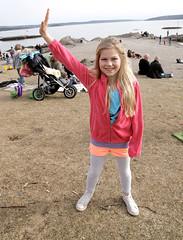 Sara er med i en musikkvideo for første gang. Hun skal danse på strande sammen med Stella Mwangi