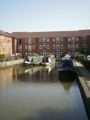 Fenny Stratford (DarloRich2009) Tags: houses reflection marina boat canal miltonkeynes bedfordshire barge narrowboat mk waterway towpath canalboat grandunioncanal moorings bletchley narrowboats canalboats fennystratford