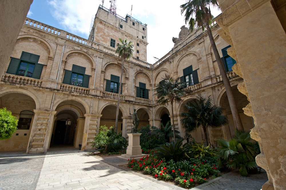 Grand Foyer Del Palacio : Grand master s palace el palacio del gran maestro en valletta