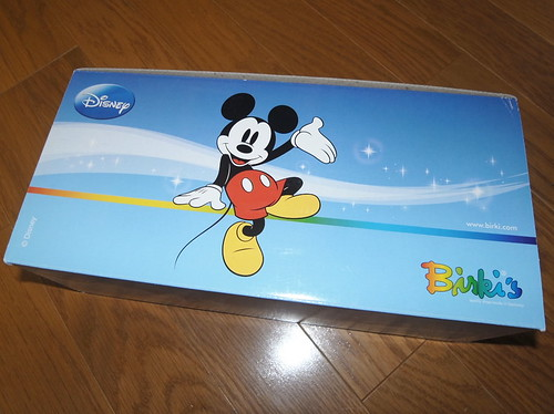 箱も可愛いミッキーデザイン