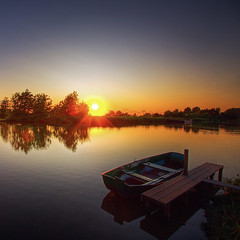Stillness (DolliaSH) Tags: light sunset sun sunlight lake holland color sol water colors sunrise canon river boats photography gold lights golden soleil boat photo zonsondergang topf50 europe tramonto foto sonnenuntergang photos nederland thenetherlands sole topf150 sonne topf100 stillness topf250 topf200 1022 soothing coucherdesoleil puestadelsol zuidholland zakat canonefs1022mmf3545usm southholland 50d canoneos50d colorphotoaward solntse dollia dollias sheombar dolliash calmandpeacefull beautifullscene aboveandbeyondlevel1 aboveandbeyondlevel2