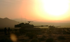[フリー画像] 乗り物, 軍用車両, 夕日・夕焼け・日没, 戦車, アメリカ陸軍, 201104272300