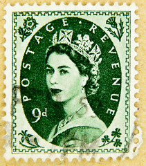 beautiful stamp wilding GB 9D 9d (9p pence) pre decimal green queen QEII elisabeth royal pence penny elizabeth england uk great britain united kingdom postage revenue porto timbre bollo sello marke briefmarke stamp Windsor (stampolina) Tags: stamp stamps timbre postestimbres bolli francobolli sello franco porto bollo postage briefmarken selo   yupio  frimrker  markas znaczki postacreti pullar  blyegek england greatbritain uk unitedkingdom commonwealth grossbritannien queenelizabeth queenelisabeth qeii royal wilding queen crown grn green vert verde   windsor 9 francobollo frimaerke timbreposte postes portrait    retrato portret  portr     verts yeil    zld