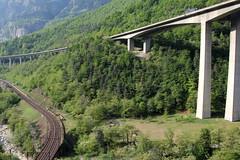 Biaschina - Viadukt ( it. Viadotto della Biaschina ) in der Biaschina der Gotthardautobahn - Nationalstrasse A2 bei Giornico in der Leventina im Kanton Tessin - Ticino in der Schweiz (chrchr_75) Tags: bridge schweiz switzerland tessin ticino suisse swiss april pont christoph svizzera brcke a2 1104 gotthard suissa 2011 kanton chrigu gotthardbahn chrchr kantontessin sdrampe hurni kantonticino chrchr75 nationalstrasse chriguhurni april2011 gotthardautobahn chriguhurnibluemailch albumzzz201104april