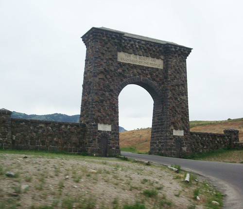 yellowstone images - welcome arch