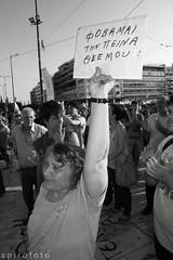 (spirofoto) Tags: people square greek photo foto fotograf fotografie photographer metro internet journal protest photojournalism greece international staff fotos revolution imf aus griechenland proteste journalism bilder reportage athen fund verkauf monetary syntagma fotoreporter aufstand nachrichten μου griegos aktuell occupy sintagma vermittlung fotojournalismus την spirofoto ταμείο φωτογραφια νεα φωτογραφιεσ φωτορεπορταζ φωτο ρεπορταζ ρεπορτερ ελευθεροσ indignados φωτορεπορτερ διεθνέσ ιντερνετ ειδησεισ νομισματικό ντοκουμεντα δντ μεταπολιτευση πεινα αγανακτισμένοι αγανακτισμένοσ indignadosgriegos αγανακτισμένουσ antimemorandum φοβαμαι θεε ντοκουμεντο ελευθερο ελευθερα ελευθεροι