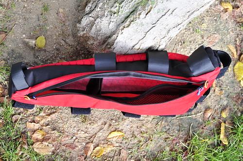 Bolsillo interior de malla y dos compartimentos