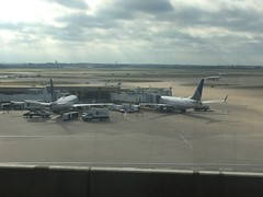(reezy87) Tags: united unitedairlines boeing embraer 737 e175 winglet chicago ohare dallas ua
