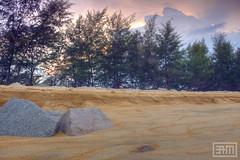 Teluk Lipat (Mizek) Tags: sunset beach nature canon landscape scenery scene malaysia lanscape pantai terengganu dungun 60d canon60d teluklipat
