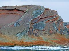 Rocas del Flysch de Zumaia (Luis M) Tags: rocas mar marcantbrico zumaia flysch personas