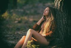 Paloma (ribadeluis) Tags: andaluca granada motril sesin modelo mujer pose belleza bosque forest verano summer nude sensual face rostro portrait tree arbol naturaleza nature natural canoneos6d eos6d copito canonef70200mmf28lusm bokeh