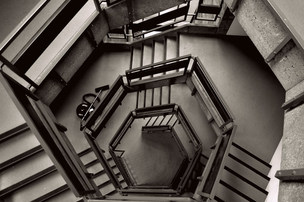 A pentagon design staircase. SOURCE: farm6.static.flickr.com