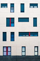 Azul, crema y rojo (Sergio Sánchez Pérez) Tags: sergio edificios ventanas urbano 2012 sanchez perez patrón