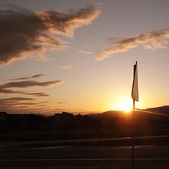 Tornant (: metamorfosis :) Tags: sol contraluz atardecer carretera coche autopista montaa velocidad ocaso muntanya seal contrallum cotxe capvespre