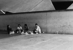 Sunday pic-nic - Esplanade - Singapore (waex99) Tags: street people film rollei nikon singapore asia picnic sunday pic f esplanade epson rest singapour asie nic burmese dimanche repos 400iso birman 2014 v500 rpx