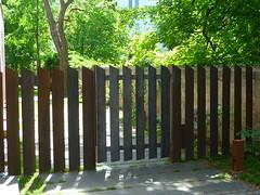 Stahl-Zaun (Jrg Paul Kaspari) Tags: modern fence garden steel eingang zaun rost trier stahl abtrennung stahlzaun halbtransparent
