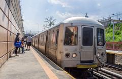 Tottenville bound train arriving (jayayess1190) Tags: city newyorkcity urban train subway publictransportation vehicle commuter passenger masstransit statenisland commuterrail statenislandrailroad