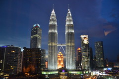 Petronas Twin Towers night (Simon_sees) Tags: night twintowers malaysia kl asia holiday vacation travel architecture design petronas evening