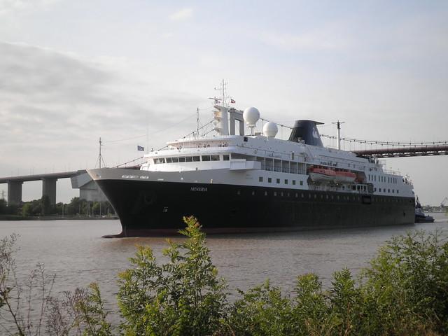 Minerva Cruise Ship coming Bordeaux - P6150134