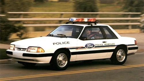 フリー写真素材, 乗り物, 自動車, 警察・消防, フォード・モーター, フォード マスタング, パトカー,