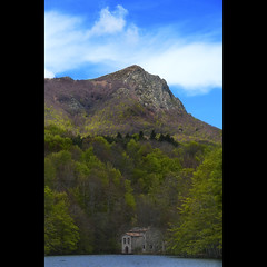 Un dia de maig... (christian&alicia) Tags: santa primavera landscape spring nikon natural sigma natura catalonia catalunya parc 18200 paisatge montseny catalogne pantà d90 fè christianalicia
