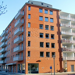 Skrovet I (hansn (2 Million Views)) Tags: white architecture modern square europa europe sweden contemporary bricks architect malmoe sverige malm malmo brf redbricks arkitektur tegel squarish arkitekt whitearkitekter bostadsrttsfrening rtttegel tenantownerssociety skrovet