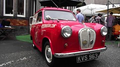the ginmobile (byronv2) Tags: car vintage scotland edinburgh drink meadows alcohol vehicle southside van gin edimbourg pickerings summerhall pickeringsdistillery