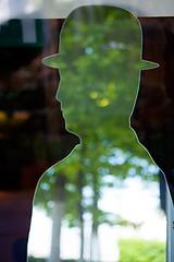Reflet de Bruxelles (www.vanbastelaer.be) Tags: reflection silhouette europe belgium belgique streetphotography magritte vert reflet chapeau capitale miroir flou homme buste rflexion