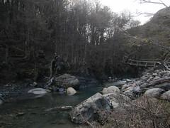 """Torres del Paine: trek du W. Jour 1: passage de rivière. <a style=""""margin-left:10px; font-size:0.8em;"""" href=""""http://www.flickr.com/photos/127723101@N04/29929216300/"""" target=""""_blank"""">@flickr</a>"""
