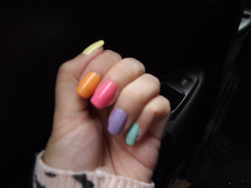 Singapore Lifestyle Blog, nadnut, lifestyle blog, beauty blog, pretty diy nails, diy nails, nails blog, manicures, colourful manicures, candy nails, colourful nails