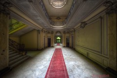 Mirror , mirror on the wall.. (Kriegaffe 9) Tags: france abandoned nikon grand lumiere marble chateaux redcarpet 1424