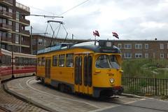 de 1165 in de einpuntlus van lijn 11 (Gerard Stolk (retour de l'Occitane)) Tags: scheveningen tram denhaag haag streetcar trams thehague pcc lahaye pcccar 1165 hovm