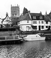 Tewkesbury - April 2003 (SONICA Photography) Tags: london oldfilm eztd 2003 church river boats cottage gloucestershire tewkesbury ilfordblackandwhitefilm foto photos photographic fotos photographen eztdphotography fotoseztd minoltadynax7xi april2003 minoltaslr fieldsofrice photo fotograf photograph photograf fotograaf photographes photograaf eztdphotos leeztd dereztd film analog 35mm scans kodak films fujifilm oldphotos 35mmphotography filmphotography letemps fromthepast filmslr filmnegatives analoguephotography colournegatives colourpositives eraoffilm thefilmera photographs sonicaimages