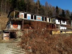 Jeden ze zniszczonych budynków (DrabikPany) Tags: tourism nature hotel rumble poland polska destroyed przyroda prl ruiny turystyka kozubnik porąbka drabikpany zespółdomówwypoczynkowoszkoleniowychhpr