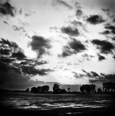 ... i colori , intasano la vista... (UBU ♛) Tags: blancoynegro water noiretblanc kodak blues biancoenero blackwhitefilm kodakeasysharem1033 blureale blupolvere bluacqua ©ubu blutristezza unamusicaintesta landscapeinblues bluubu luciombreepiccolicristalli