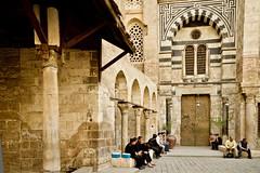 Mezquita (alejocock) Tags: africa primavera del spring downtown gente muslim centro egypt middleeast streetphotography documentary arab arabe souk egipto bazaar bazar zouk norte egyptology comercio documental musulman egiptologia orientemedio socco khanelkalili ecairo