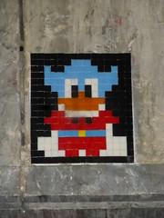 PA 0714 réactivé / Space Invader (septembre 2016) (Archi & Philou) Tags: spaceinvader streetart pixelart paris13 carreau pont tunnel tiles mosaïque mosaic