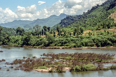 Laos : landscape, Nam Bak #8 (foto_morgana) Tags: analogphotography analogefotografie asia indochina landscape laos mountainous nambak nikoncoolscan outdoor panoramic photographieanalogue scenic travelexperience vuescan river water