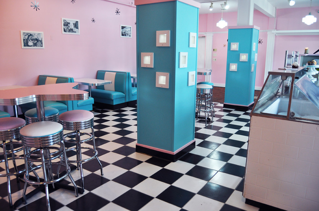 Hoffmanu0027s Furniture (Betties Cakes) Tags: Cupcakes Lorrainemurphy  Weddingcupcakes Hoffmansplayland Bettiescakes Bettycupcakes Cupcakerycafe  Bettiecakes