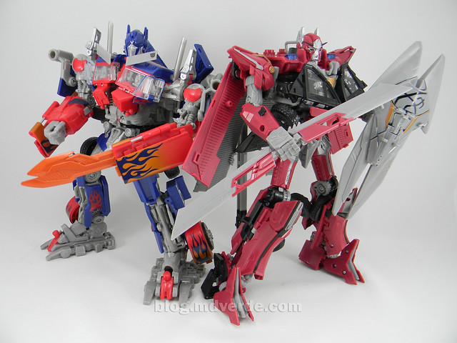 Transformers Sentinel Prime Dark of the Moon Leader - modo robot vs Optimus Prime
