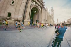 2016-09-25 09.15.52 (Atrapa tu foto) Tags: 8mm espaa europa europe maratondezaragoza saragossa spain xmaratnciudaddezaragoza zaragoza ateltismo atletics carrera corredores deporte fisheye marathon maraton maratn ojodepez runners running sport aragon es