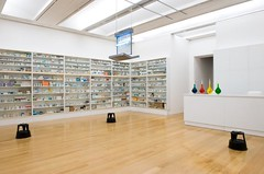 Damien Hirst - Pharmacy, 1992