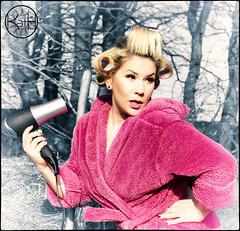 """""""Provinz-Diva"""" (Kath´s Fotografie) Tags: pink woman sexy fun star sing frau diva spass singen provinz fön lockenwickler aufdemlande"""