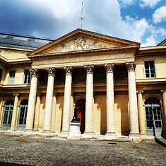 Rue de l'#Ecole de #Médecine, #Paris... (7-bc) Tags: paris france m medecine ecole universit paris6 facult uploaded:by=flickstagram instagram:photo=50272787958787653417785338 instagram:venuename=facultc3a9demc3a9decineparisdescartes instagram:venue=1758492