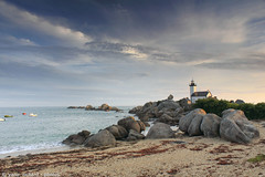 Phare de Pontusval . Brignogan (yannrichard170) Tags: sea mer shoreline seascape paysage littoral bretagne brittany phare rock rocher beach sand sable cloud nuage sky ciel breizscape