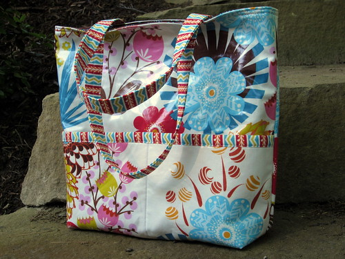 Loulouthi Tote Bag - front